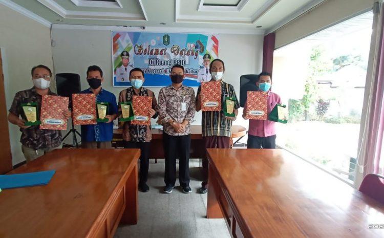 Penyerahan Plakat Koperasi Berprestasi Tingkat Provinsi Kalimantan Barat Tahun 2020